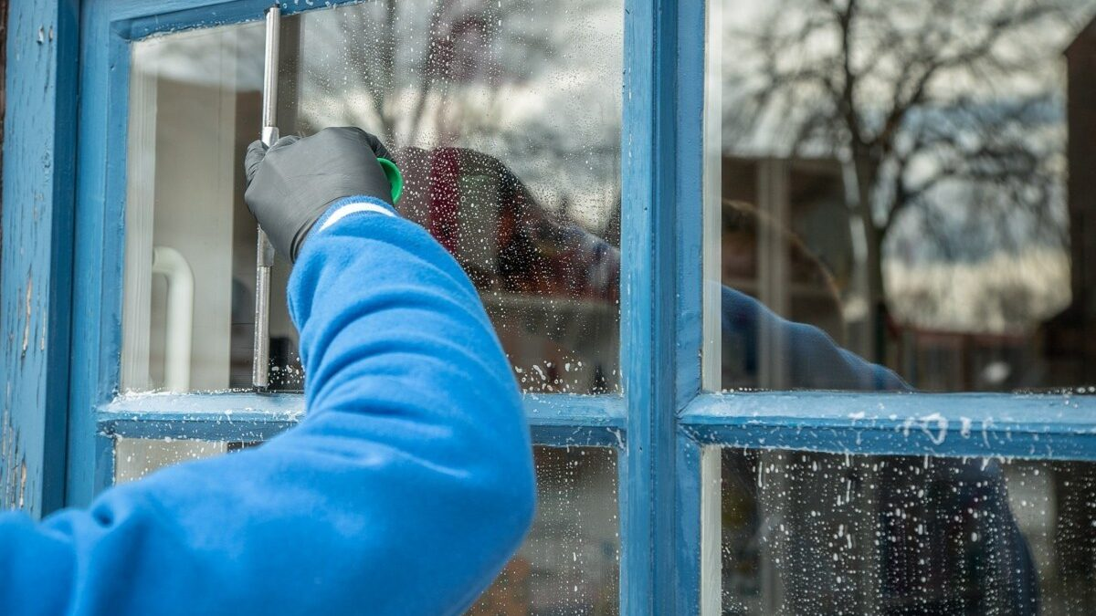 Important Tips for apartment window cleaning